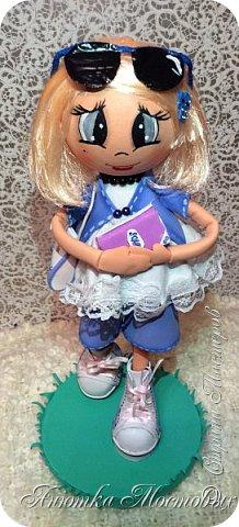 Решила по экспериментировать) куклу сделать не просто из фома, а немного разнообразить) Волосы -из атласной ленты, плюс мягкая футболочка) Очки-сьемные, при желании можно убрать)  фото 4