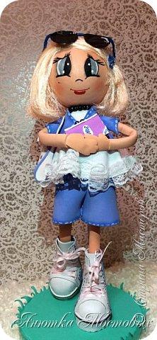 Решила по экспериментировать) куклу сделать не просто из фома, а немного разнообразить) Волосы -из атласной ленты, плюс мягкая футболочка) Очки-сьемные, при желании можно убрать)  фото 5