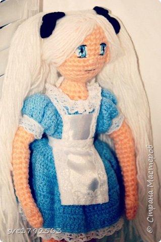 Кукла авторская , связала ко дню рождения своей маленькой дочке Алисе ! Хоть она и мала ещё , но куколка ей очень понравилась . Надеюсь и вам мои гости ,она тоже понравится , и придёт по душе. — Не грусти, — сказала Алисa. — Рано или поздно все станет понятно, все станет на свои места и выстроится в единую красивую схему, как кружева. Станет понятно, зачем все было нужно, потому что все будет правильно. фото 2