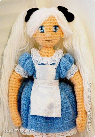 Кукла авторская , связала ко дню рождения своей маленькой дочке Алисе ! Хоть она и мала ещё , но куколка ей очень понравилась . Надеюсь и вам мои гости ,она тоже понравится , и придёт по душе. — Не грусти, — сказала Алисa. — Рано или поздно все станет понятно, все станет на свои места и выстроится в единую красивую схему, как кружева. Станет понятно, зачем все было нужно, потому что все будет правильно. фото 3