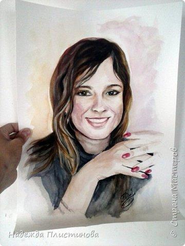 Вот такую красивую девушку мне довелось недавно рисовать. Портрет дался мне очень легко, нарисовала прям на одном дыхании... такое бывает не часто... видимо каждое фото, каждый человек имеют свою энергетику... Фото сделано на фотоаппарат, но он немного искажает пропорции( фото 7