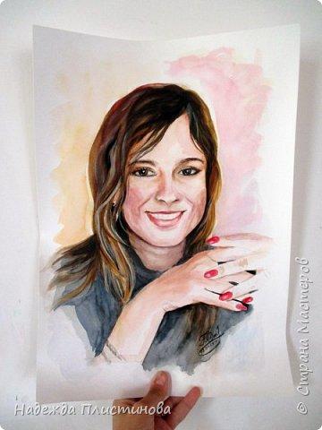 Вот такую красивую девушку мне довелось недавно рисовать. Портрет дался мне очень легко, нарисовала прям на одном дыхании... такое бывает не часто... видимо каждое фото, каждый человек имеют свою энергетику... Фото сделано на фотоаппарат, но он немного искажает пропорции( фото 3