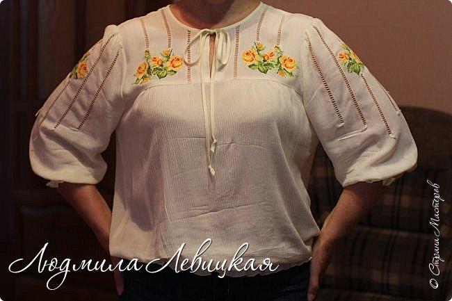 Сшила блузку из жатой марлевки. Украсила мережкой и вышивкой крестиком. фото 2