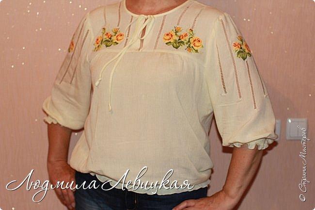 Сшила блузку из жатой марлевки. Украсила мережкой и вышивкой крестиком. фото 1
