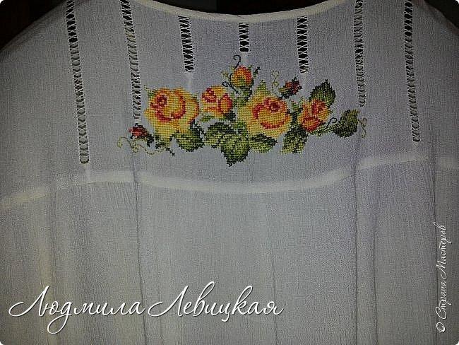 Сшила блузку из жатой марлевки. Украсила мережкой и вышивкой крестиком. фото 3