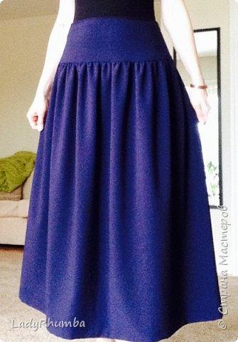 Всем Добра!   Сшила прошлой зимой такую вот юбку имени меня - Татьянка на кокетке. Выкройка кокетки у меня была моего размера, а низ просто собрала на нитку и пришила к кокетке. Сзади по центру кокетки - молния. Пардон за качество фото. Ткань темно-синяя.  фото 1