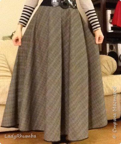 Всем Добра!   Сшила прошлой зимой такую вот юбку имени меня - Татьянка на кокетке. Выкройка кокетки у меня была моего размера, а низ просто собрала на нитку и пришила к кокетке. Сзади по центру кокетки - молния. Пардон за качество фото. Ткань темно-синяя.  фото 4