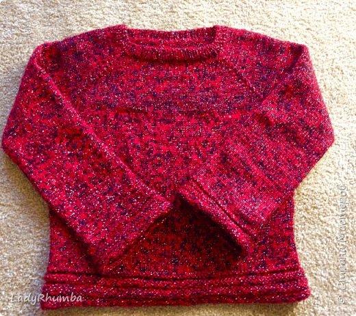 """Всем Добра!   Предлагаю для просмотра мои прошлые вязалки. Эти - самые свежие, связанные в этом году зимой и весной. Как-то затянулась у нас зима в этом году, поэтому у меня было много времени навязать всяких """"штучек"""". Мой самый любимый - вот этот сиреневый свитерок. Основная лиловая пряжа - альпака, добавляла нить с пайетками. Нить была двух цветов - одна такая же лиловая, в тон пряжи (валялся у меня моток лет 7 уже) а второй моток был фиолетовый (ну не было больше в продаже этой пряжи! Облазила весь интернет, и то - считаю, что крупно повезло найти даже другого цвета, т.к. производитель уже ее давно не производит). В общем, получилось вот такое комбо.  фото 7"""