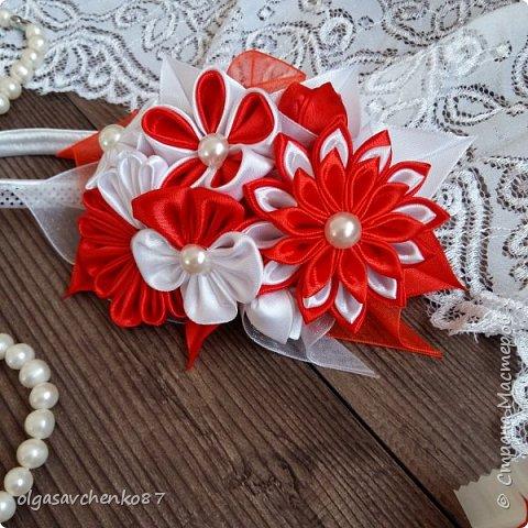 Ну что приступим к обзору))) Попроси у меня сделать аксессуары под платье для маленькой леди (1год )на платье такие же цветы ( заводские) , повязка на голову, но мне этого показалось мало и сделала повязочку на ручку на резинке.....может кто то скажет что очень траурно.....но все вместе с платьем смотрелось очень круто..... фото 10