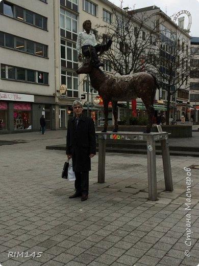 """Собственно о Ганновере красиво и подробно написано в книгах и в Паутине. Мой фоторепортаж - это мой путь в магазин моделей. Ничего больше.  На первой фотографии я не мог не изобразить визитную карточку Ганновера (HNWR) - административного центра земли Нижняя Саксония в Федеративной Республике Германия - Hannover City Hall (Rathaus), Новая Ратуша Ганновера - """"Neues Rathaus"""".  фото 12"""