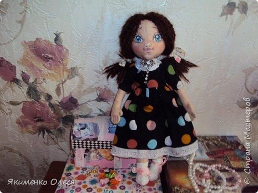 Моя куколка- Милана. Сшита из ткани-хлопок, личико расписано - акриловыми красками, тело тонировано- пастелью. Волосики из пряжи. фото 2