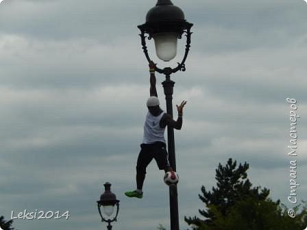 Дорогие друзья! Приглашаю Вас на небольшую экскурсию по Парижу. И вначале, разумеется, символ города - Эйфелева башня. фото 11