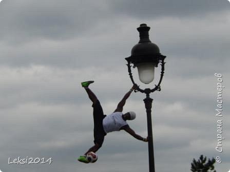 Дорогие друзья! Приглашаю Вас на небольшую экскурсию по Парижу. И вначале, разумеется, символ города - Эйфелева башня. фото 12