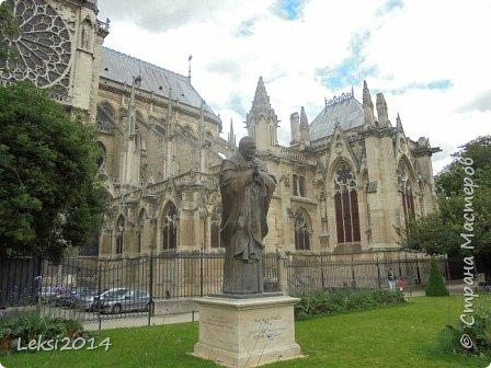 Дорогие друзья! Приглашаю Вас на небольшую экскурсию по Парижу. И вначале, разумеется, символ города - Эйфелева башня. фото 14