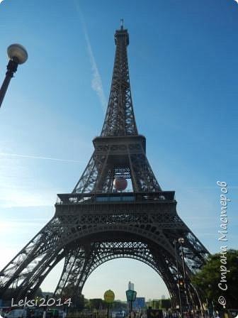 Дорогие друзья! Приглашаю Вас на небольшую экскурсию по Парижу. И вначале, разумеется, символ города - Эйфелева башня. фото 1