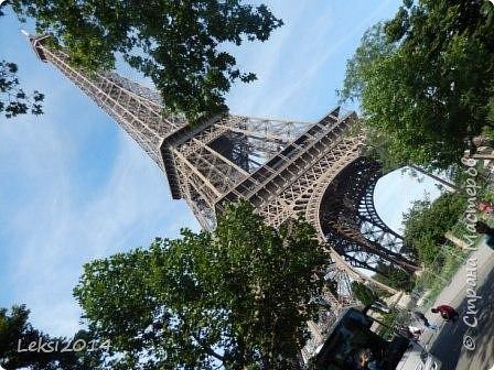 Дорогие друзья! Приглашаю Вас на небольшую экскурсию по Парижу. И вначале, разумеется, символ города - Эйфелева башня. фото 2