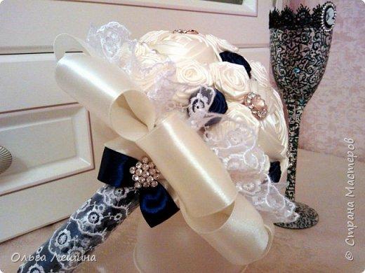 Это начало моего нового творческого проекта. Букет невесты и бокал для жениха. Бокал невесты будет в белом цвете и тоже скоро появится в этом блоге)). фото 2