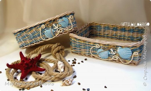 """Добрый день всем! Я сплела свою первую морскую тематику. Набор корзинок """"Лазурный берег"""" Размер (д*ш*в):Большая: 30*24*9смМаленькая: 27*18*9 см. Спица 1,5мм, полоски 10,5см, газетная кромка. Красила желтые: вм лиственница. Беж: вм орех сильно разбавленный водой. Синий: колер синий+грунтовка+лак. Грунтовала пва строительный+вода. Лак для бань и саун. Дно из картона обклеила клеющимися обоями под дерево.  Скорее всего они пойдут как приз для розыгрыша в моей группе. фото 1"""