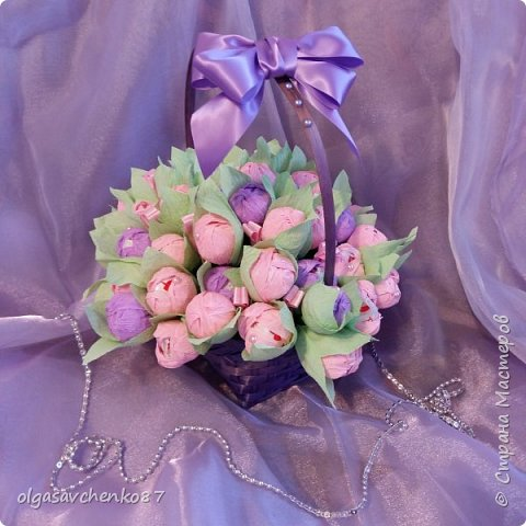 Корзина розово - сиреневых крокусов с рафаэлло!!!!  фото 2