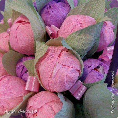 Корзина розово - сиреневых крокусов с рафаэлло!!!!  фото 1