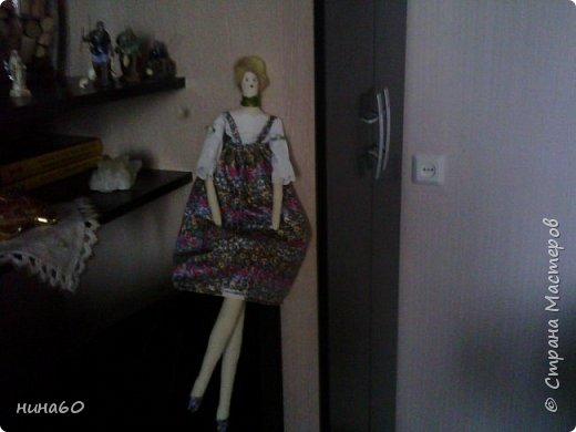 кукла для кухни-рядом бутылочка в технике пейп-арт по МК Татьяны Сорокиной и корзиночка из прищепок-на полочке декупаж на бутылке фото 2