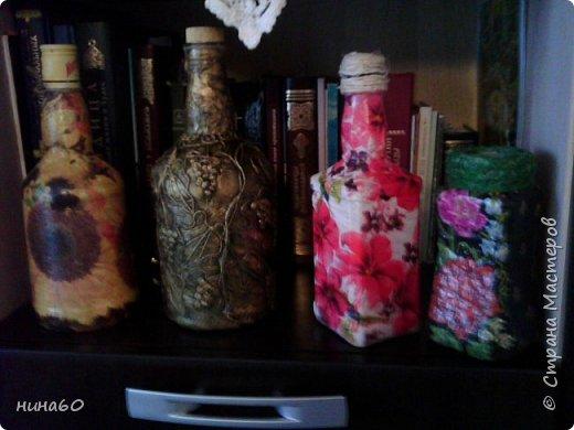 кукла для кухни-рядом бутылочка в технике пейп-арт по МК Татьяны Сорокиной и корзиночка из прищепок-на полочке декупаж на бутылке фото 3