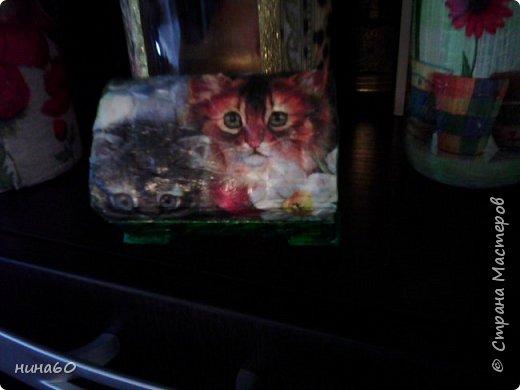 кукла для кухни-рядом бутылочка в технике пейп-арт по МК Татьяны Сорокиной и корзиночка из прищепок-на полочке декупаж на бутылке фото 6