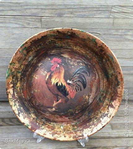Стеклянная тарелка. Двухсторонний декор. петушок вживлен на поталь методом МОРДОЙВЛАК. Имитация окисления.  фото 1