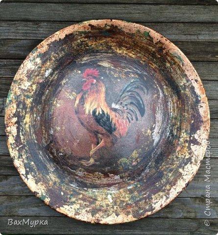 Стеклянная тарелка. Двухсторонний декор. петушок вживлен на поталь методом МОРДОЙВЛАК. Имитация окисления.  фото 2