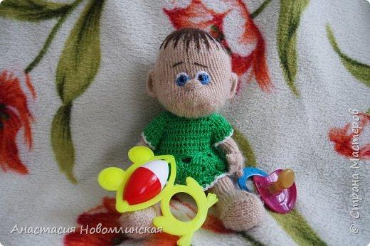 Куколки вязались по схеме Марины Голден. Получились немного смешными, но дочка все равно играет.  фото 3
