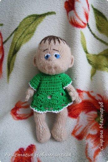 Куколки вязались по схеме Марины Голден. Получились немного смешными, но дочка все равно играет.  фото 4