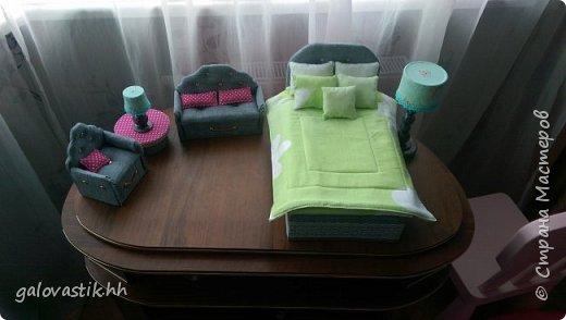 У дочурки скоро день рождение, решили подарить домик-стеллаж, а что бы куколкам не было грустно, решила сделать мебель для них))) фото 8