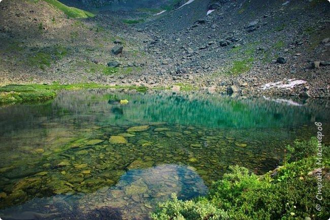 Сегодня я предлагаю посетить одну из главных достопримечательностей не только Чемальского района, но и всего Горного Алтая - Каракольские озера. О чем-то я расскажу сама, часть материала будет из Википедии, а то, что в кавычках - подписи к фотографиям Светланы Семиволовой - основного нашего фотографа. Некоторые из фотографий сделаны её племянником Сергеем Семиволовым. Реальная дорога к озерам трудна, а нам она дастся без труда, только немного времени потребует. Ну что ж, в добрый путь! фото 6