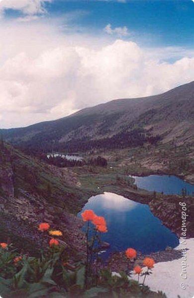 Сегодня я предлагаю посетить одну из главных достопримечательностей не только Чемальского района, но и всего Горного Алтая - Каракольские озера. О чем-то я расскажу сама, часть материала будет из Википедии, а то, что в кавычках - подписи к фотографиям Светланы Семиволовой - основного нашего фотографа. Некоторые из фотографий сделаны её племянником Сергеем Семиволовым. Реальная дорога к озерам трудна, а нам она дастся без труда, только немного времени потребует. Ну что ж, в добрый путь! фото 50