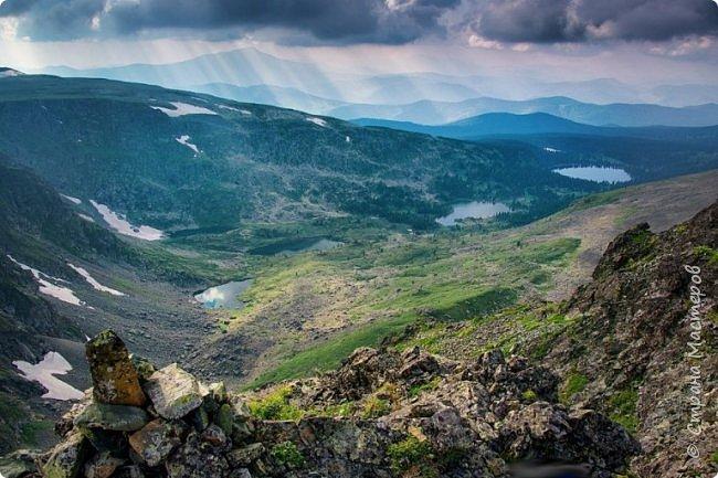 Сегодня я предлагаю посетить одну из главных достопримечательностей не только Чемальского района, но и всего Горного Алтая - Каракольские озера. О чем-то я расскажу сама, часть материала будет из Википедии, а то, что в кавычках - подписи к фотографиям Светланы Семиволовой - основного нашего фотографа. Некоторые из фотографий сделаны её племянником Сергеем Семиволовым. Реальная дорога к озерам трудна, а нам она дастся без труда, только немного времени потребует. Ну что ж, в добрый путь! фото 65