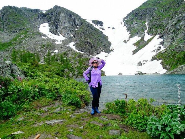 Сегодня я предлагаю посетить одну из главных достопримечательностей не только Чемальского района, но и всего Горного Алтая - Каракольские озера. О чем-то я расскажу сама, часть материала будет из Википедии, а то, что в кавычках - подписи к фотографиям Светланы Семиволовой - основного нашего фотографа. Некоторые из фотографий сделаны её племянником Сергеем Семиволовым. Реальная дорога к озерам трудна, а нам она дастся без труда, только немного времени потребует. Ну что ж, в добрый путь! фото 15