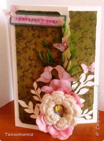 """Открытка-фотоальбом с говорящим названием """"На память о лете"""". Сделана из кардстока, фон скрапбумага, центральный элемент вязаный цветок (материалы для цветка нитки ирис, крючок, пуговка) и других декоративных элементов. фото 1"""