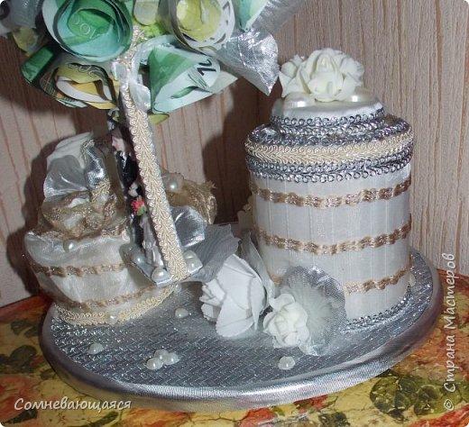 Здравствуйте, все-все-все! Я снова со свадебной композицией, но уже сделанной на заказ. Все та же шкатулка для денежного подарка и все то же деревце для финансового благополучия.  Новая деталь: жених с невестой на качелях.  фото 8