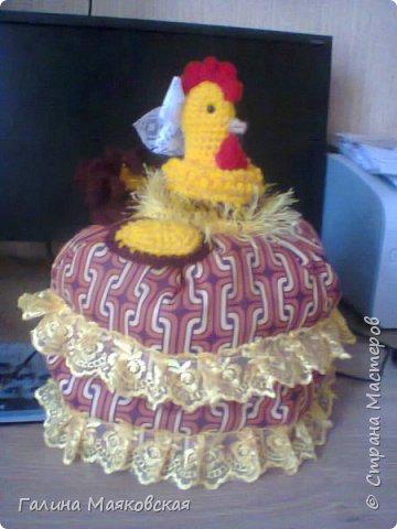 Привет всем! Еще в июне сделала эту курицу в подарок на день рождения сестры и с учетом грядущего года петуха. Она была довольна. фото 1