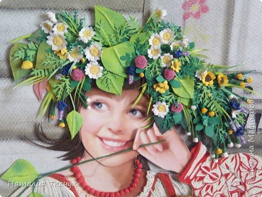 """Здравствуйте, дорогие друзья, жители замечательной Страны Мастеров!!! Хочу показать вам летнюю работу к моей коллекции """"Времена года"""". Лето - самое теплое и яркое время, не удивительно, что для большинства людей это любимый период в году. Лето нас радует яркими красками летних цветов, в сколько их и не перечесть. И конечно разными вкусными ягодами... Все цвета радуги радуют глаз. Много писать не буду. Хочу пожелать всем вам счастья и добра!!! Хорошего настроения!!! В свою коллекцию подобрала работу Татьяны Дорониной и вот сделала в своей любимой технике квиллинг с добавлением элементов в технике бумагопластика. Формат картины - 40 х 40 см. Фон - бумага для пастели, тонировала сухими мелками для пастели. Использовала бумажные полосы - 1,5 мм. Приятного просмотра!!!   фото 2"""