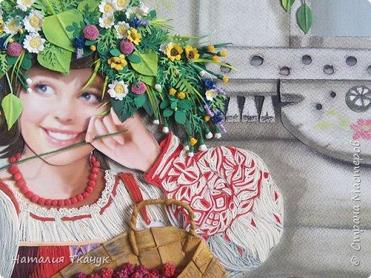 """Здравствуйте, дорогие друзья, жители замечательной Страны Мастеров!!! Хочу показать вам летнюю работу к моей коллекции """"Времена года"""". Лето - самое теплое и яркое время, не удивительно, что для большинства людей это любимый период в году. Лето нас радует яркими красками летних цветов, в сколько их и не перечесть. И конечно разными вкусными ягодами... Все цвета радуги радуют глаз. Много писать не буду. Хочу пожелать всем вам счастья и добра!!! Хорошего настроения!!! В свою коллекцию подобрала работу Татьяны Дорониной и вот сделала в своей любимой технике квиллинг с добавлением элементов в технике бумагопластика. Формат картины - 40 х 40 см. Фон - бумага для пастели, тонировала сухими мелками для пастели. Использовала бумажные полосы - 1,5 мм. Приятного просмотра!!!   фото 9"""