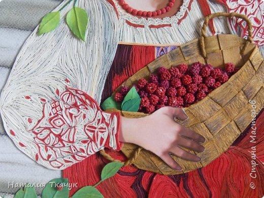 """Здравствуйте, дорогие друзья, жители замечательной Страны Мастеров!!! Хочу показать вам летнюю работу к моей коллекции """"Времена года"""". Лето - самое теплое и яркое время, не удивительно, что для большинства людей это любимый период в году. Лето нас радует яркими красками летних цветов, в сколько их и не перечесть. И конечно разными вкусными ягодами... Все цвета радуги радуют глаз. Много писать не буду. Хочу пожелать всем вам счастья и добра!!! Хорошего настроения!!! В свою коллекцию подобрала работу Татьяны Дорониной и вот сделала в своей любимой технике квиллинг с добавлением элементов в технике бумагопластика. Формат картины - 40 х 40 см. Фон - бумага для пастели, тонировала сухими мелками для пастели. Использовала бумажные полосы - 1,5 мм. Приятного просмотра!!!   фото 5"""