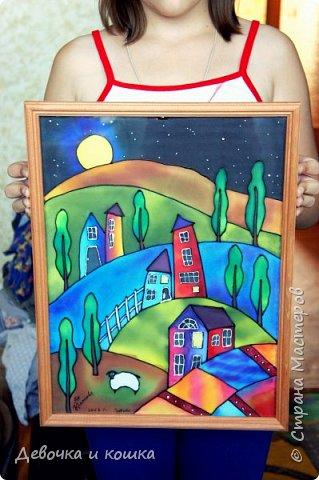 """Всем привет. Сегодня я представляю вам картину. С этой картиной я буду участвовать в Конкурсе """"Двери в другие миры"""", который организовала Китнисс Ландер. Вот ссылка  http://stranamasterov.ru/node/1038199 Это искусство называется Батик. А сама картина называется """"Ночь"""". Я нарисовала её в пансионате """"Пестово"""". Там проводился мастер-класс по батику. Бабушка с братом пошли гулять, а я с мамой пошла на этот урок. Там было круто!!!  фото 6"""
