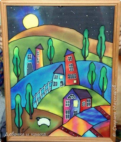 """Всем привет. Сегодня я представляю вам картину. С этой картиной я буду участвовать в Конкурсе """"Двери в другие миры"""", который организовала Китнисс Ландер. Вот ссылка  https://stranamasterov.ru/node/1038199 Это искусство называется Батик. А сама картина называется """"Ночь"""". Я нарисовала её в пансионате """"Пестово"""". Там проводился мастер-класс по батику. Бабушка с братом пошли гулять, а я с мамой пошла на этот урок. Там было круто!!!  фото 1"""
