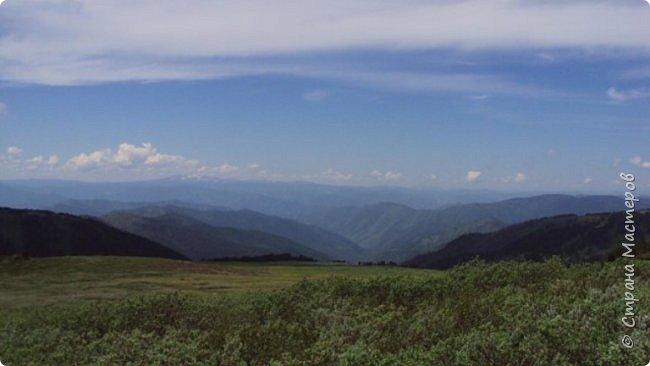 Сегодня я предлагаю посетить одну из главных достопримечательностей не только Чемальского района, но и всего Горного Алтая - Каракольские озера. О чем-то я расскажу сама, часть материала будет из Википедии, а то, что в кавычках - подписи к фотографиям Светланы Семиволовой - основного нашего фотографа. Некоторые из фотографий сделаны её племянником Сергеем Семиволовым. Реальная дорога к озерам трудна, а нам она дастся без труда, только немного времени потребует. Ну что ж, в добрый путь! фото 46