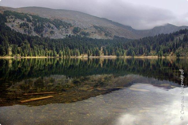 Сегодня я предлагаю посетить одну из главных достопримечательностей не только Чемальского района, но и всего Горного Алтая - Каракольские озера. О чем-то я расскажу сама, часть материала будет из Википедии, а то, что в кавычках - подписи к фотографиям Светланы Семиволовой - основного нашего фотографа. Некоторые из фотографий сделаны её племянником Сергеем Семиволовым. Реальная дорога к озерам трудна, а нам она дастся без труда, только немного времени потребует. Ну что ж, в добрый путь! фото 58