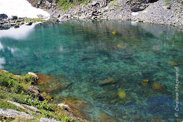 Сегодня я предлагаю посетить одну из главных достопримечательностей не только Чемальского района, но и всего Горного Алтая - Каракольские озера. О чем-то я расскажу сама, часть материала будет из Википедии, а то, что в кавычках - подписи к фотографиям Светланы Семиволовой - основного нашего фотографа. Некоторые из фотографий сделаны её племянником Сергеем Семиволовым. Реальная дорога к озерам трудна, а нам она дастся без труда, только немного времени потребует. Ну что ж, в добрый путь! фото 8