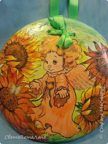 ну вот, фотик мой подзарядился и я могу выставить еще одну мою декупажность......подСолнечный Ангелок или оранжевое лето......была салфетка с желто-оранжевым ангелочком , решила объиграть её подсолнушками........ фото 1