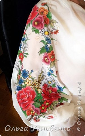 Приветствую всех жителей и гостей прекрасной СТРАНЫ МАСТЕРОВ!! Представляю свою новую работу в технике батика: ураинская сорочка-малеванка. Это купон (отрез ткани) для изготовления блузы в украинском стиле. Написана на натуральном крепдешине. фото 2