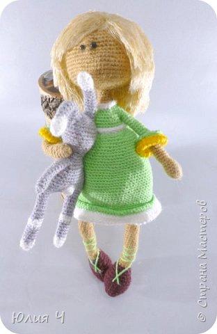 Доброго всем дня, дорогие друзья!Вот решила показать своих куколок, из последнего. Эту милую девчушку вязала по описанию  Юлии Шеенко. Очень уж она мне понравилась, захотелось связать такую светлую девочку. фото 3